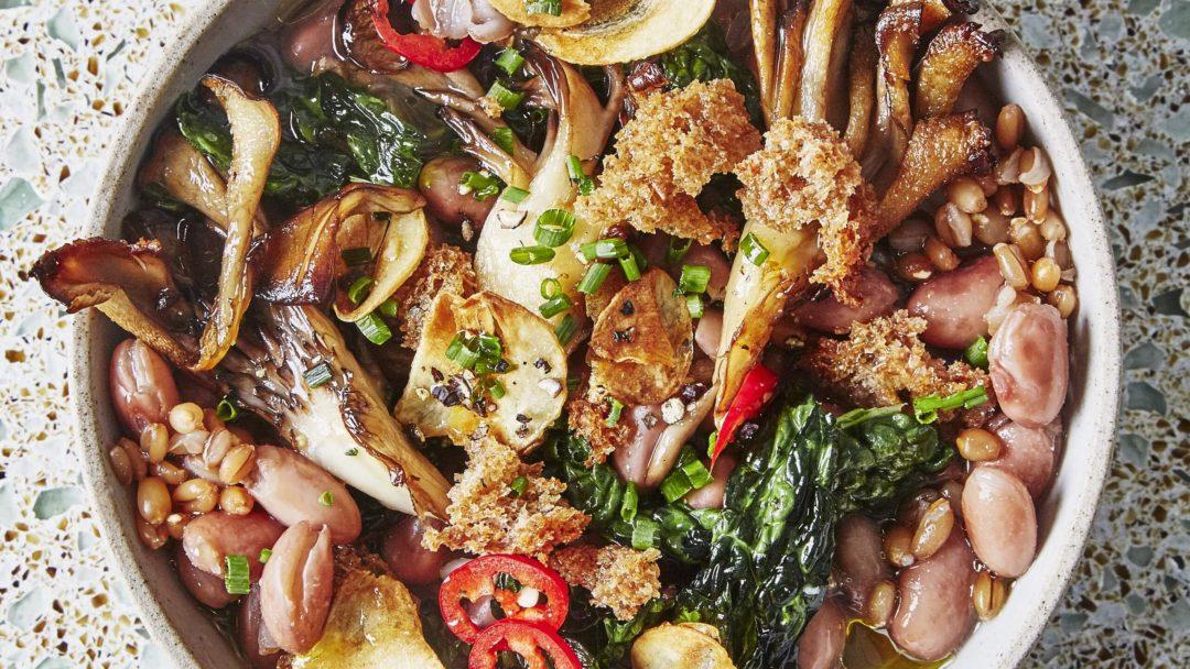 Ragoût vegan de haricots et graines à l'ail et au piment