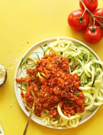 Pâtes de courgettes aux lentilles et sauce bolognaise