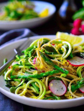 Spaghetti aux asperges et au citron avec des petits pois