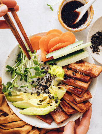 Bols de sushi vegan au sésame et au gingembre